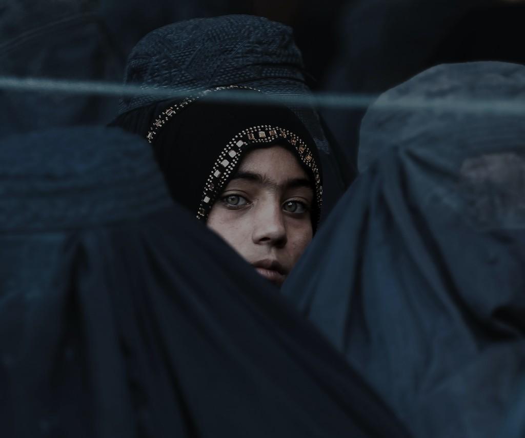 ¿Quiénes son las esposas del ISIS y por qué vivien en el exilio?